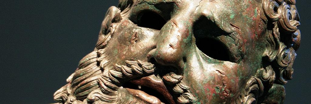 Les « yeux apporteurs de lumière » : dans la cavité orbitale évidée des bronzes grecs se logeaient des pierres qui brillaient de mille coruscations.